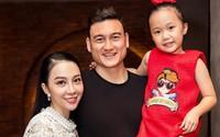 Gia đình Linh Nga và Văn Lâm quây quần bên nhau sau chiến thắng ở AFF Cup