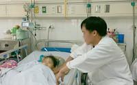 Ô tô hất văng, kéo lê bé gái 4 tuổi đến đa chấn thương, hoảng loạn, sốc nặng