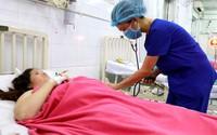 """Bác sĩ của hai bệnh viện """"cân não"""" cứu sản phụ nhau cài răng lược xâm lấn bàng quang"""