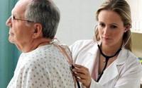Viêm phổi ở người cao tuổi tiến triển nặng hơn so với người trẻ