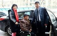 Tài xế 2 năm chở miễn phí cặp vợ chồng già đi chữa bệnh