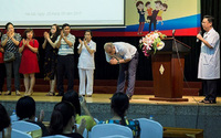 Tâm sự cảm động của người cha có con trai bị trọng bệnh ở Việt Nam