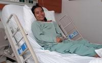Người mẹ trẻ có ngực to lạ thường sẽ được chữa trị