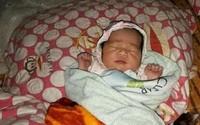 Nghệ An: Bé gái sơ sinh 1 tuần tuổi không mặc quần áo bị bỏ rơi trước cổng trường
