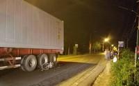 Đồng Nai: 3 xe máy tông nhau, 1 xe văng vào gầm container khiến 3 người chết và 2 người bị trọng thương
