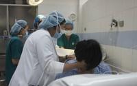 Bé chào đời bị gãy xương đòn, cha mẹ đổ lỗi oan cho bác sĩ