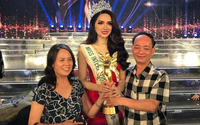 Hoa hậu Hương Giang 'sởn da gà' đọc thư fan: Nhờ chị mà gia đình chấp nhận giới tính thật của em