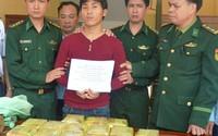 Gã trai ngoại quốc vận chuyển thuê 15 kg ma túy đá để lấy 2,7 tỷ