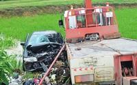 Ô tô con va chạm xe cứu hộ, 2 phụ nữ tử vong