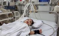 Đau lòng cảnh cô bé 2 tuổi mắc u não tiếp tục phải hồi sức tích cực