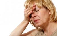 Vì sao phụ nữ luống tuổi dễ mất ngủ?