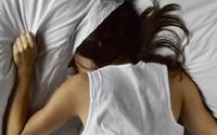 Về nhà giữ trưa, vợ trẻ khóc ngất trước cảnh trớ trêu trong phòng ngủ