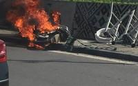 Hà Nội: Chủ liều mình lao vào lấy đồ khi xe đang bốc cháy ngùn ngụt