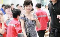 """Chọn cao gót 10 cm và """"lên đồ"""" toàn váy vóc trẻ trung, chẳng ai nghĩ """"người đẹp TVB"""" này đã 64 tuổi"""