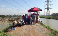 Hà Nội: Đi làm đồng, người dân hốt hoảng phát hiện thi thể phụ nữ tử vong trong trại vịt