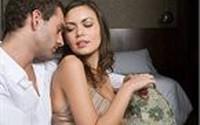 Giám đốc xây dựng chết điếng nhìn vợ ôm trai đẹp vào khách sạn