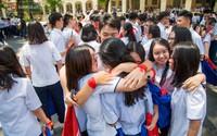 Nụ cười và nước mắt ngày ra trường của học sinh trường Lê Hồng Phong