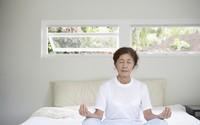 Giúp người cao tuổi khắc phục chứng mất ngủ