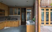 Ngôi nhà mặt tiền toàn gạch mộc và lam gỗ ở Hải Dương nổi bật trên báo Tây