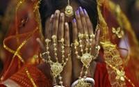 Anh chồng ly hôn khi phát hiện bí mật sau mạng che mặt của vợ