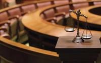 Nghi phạm chứng minh vô tội bằng cách... tự tụt quần trước tòa
