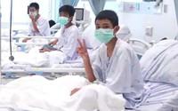 Clip: Công bố hình ảnh đầu tiên của đội bóng nhí Thái Lan vừa được giải cứu tại giường bệnh