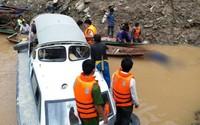 Tìm thấy 2 nạn nhân cuối cùng vụ lật thuyền gỗ tự chế chở 10 người trên sông Đà