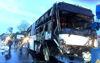 Xe khách giường nằm lật trên quốc lộ, 2 người tử vong