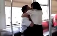 Trục trặc hôn nhân, thiếu phụ lên tàu điện ngầm 'cắn bừa'