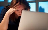 Suy sụp trước bí mật của chồng trong laptop