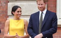 Gần 2 tháng sau đám cưới cổ tích, Hoàng tử Harry và Công nương Meghan có hành động ngọt ngào khiến người hâm mộ bất ngờ