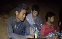 Giải cứu đội bóng nhí: Kết thúc chiến dịch đầu tiên, 4 thiếu niên thoát ra an toàn