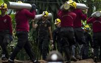 Thái Lan sơ tán hiện trường, chuẩn bị giải cứu đội bóng nhí