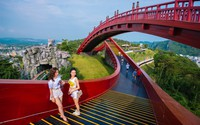 Giới trẻ miền Bắc đua nhau check-in Cầu Koi Hạ Long