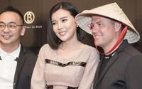 Phan Hoàng Thu mặc sexy, Cao Thái Hà tặng nón lá cho cựu cầu thủ Michael Owen