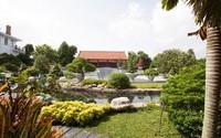 """Choáng ngợp """"biệt phủ"""" gỗ lim tinh xảo bậc nhất của đại gia Sài Gòn"""