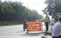 Hải Phòng: Bất chấp lệnh cấm, người dân vẫn đi vào đường đang thi công