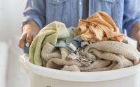 Mưa tầm tã suốt ngày, cứ giặt phơi theo 10 mẹo này đảm bảo quần áo khô cực nhanh