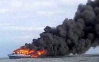 Phà chở khách bốc cháy ở Indonesia, 10 người thiệt mạng