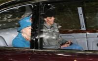 Đồ vật Kate và Meghan luôn mang trong xe hơi
