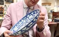 Nhà dùng chiếc đĩa cũ đựng hoa quả tới bạc màu, ai ngờ giá trị của nó tới 3 tỉ
