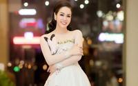 Nhật Kim Anh đeo nhẫn kim cương tiền tỷ đi sự kiện