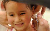 Con bao nhiêu tuổi thì bố mẹ có thể cho xỏ lỗ tai?