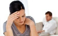 Đập đầu vào tường tự tử vẫn không ngăn được chồng cặp kè với tình cũ