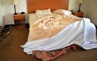 Nhiều cặp vợ chồng đã 'khai tử' chuyện ngoại tình chỉ bằng một chiếc chăn