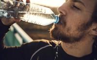 Dấu hiệu cảnh báo cơ thể mất nước dù không hề khát