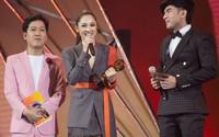 Bảo Anh thay hai trang phục, 'biến hình' tại lễ trao giải ở TP HCM