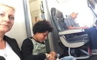 Mua vé nhưng không có ghế, khách ngồi bệt suốt chuyến bay