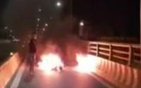 Kinh hoàng người đàn ông tự thiêu trên Quốc lộ 1A