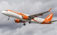 Máy bay hạ cánh khẩn ở Scotland vì khách đập nổ pin điện thoại